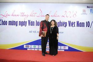 NTK Đỗ Trịnh Hoài Nam cùng NSND Thanh Hoa làm giám khảo Liên hoan tiếng hát Doanh nhân