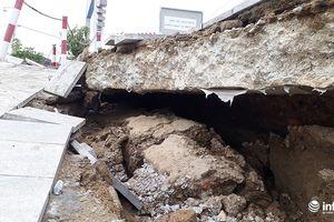 Thanh Hóa: Đê kè sông Mã hơn 100 tỷ nứt toác, sụt lún sâu hơn 2m