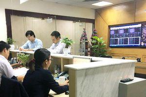 Chứng khoán 24h: Cổ phiếu nhóm dầu khí và ngân hàng kéo VN-Index về sát mốc 900 điểm