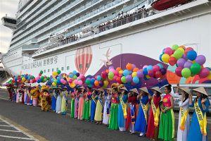 Đón 3.500 khách tàu biển World Dream đến Đà Nẵng và Hạ Long