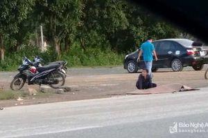 Xe tải va chạm với xe máy đi cùng chiều, 2 người thương vong