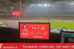CĐV Malaysia 'đáng sợ' thế này, tuyển Việt Nam được đá sân nhà là may mắn