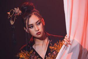 Tiểu Vy cover bản hit 'Lạc trôi' của Sơn Tùng MTP mang đến Miss World