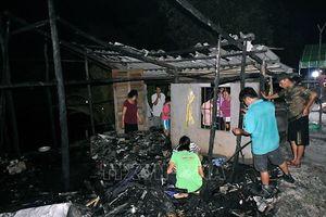 Cà Mau: Căn nhà bất ngờ cháy rụi, bé gái 11 tuổi tử vong