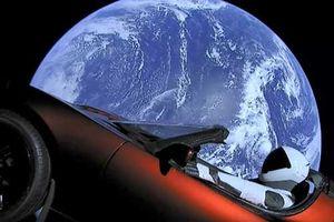 Siêu xe điện Tesla Roadster 'du hành vũ trụ' của Elon Musk giờ ở đâu?