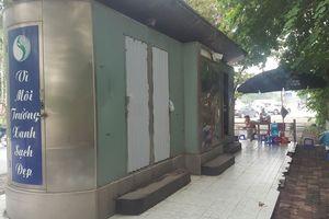 Hà Nội: Nhếch nhác nhà vệ sinh công cộng vừa xây đã hư hỏng
