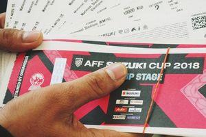 Sinh viên ĐH Xây dựng, Bách khoa khóc ròng khi 'chia tay' chiếc vé xem trận đấu AFF Cup Việt Nam - Malaysia