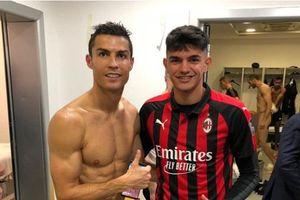Cristiano Ronaldo làm lộ hình ảnh 'của quý' đồng đội Chiellini