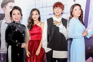 Ba thế hệ diễn viên Việt Nam có mặt trong buổi họp báo phim thanh xuân vườn trường 'Thạch Thảo'