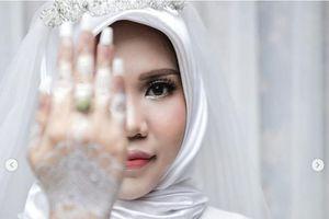 2 tuần sau vụ rơi máy bay ở Indonesia - Bạn gái một nạn nhân tự mình làm lễ cưới theo di nguyện của người yêu