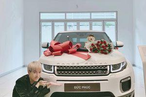 Vừa khoe 'siêu xe' mới mua, Đức Phúc lập tức bị Hòa Minzy đòi nợ ngay trên MXH