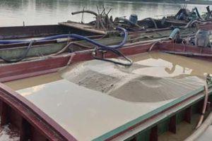 Thanh Hóa: Bắt 3 tàu khai thác cát trái phép trên sông Mã