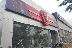 Cận cảnh đại lý xe VinFast đầu tiên tại Hà Nội