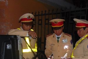 Giám đốc Công an tỉnh Thanh Hóa chỉ đạo 'nóng' xử lý xe quá tải