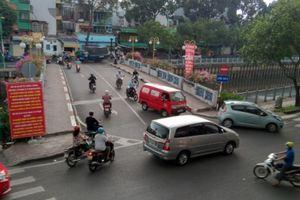 TP.HCM: Ô tô, xe máy vùn vụt đi ngược chiều 'theo thói quen'