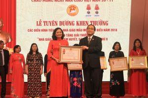 Hà Nội tuyên dương khen thưởng các điển hình tiên tiến, nhà giáo mẫu mực tiêu biểu năm 2018