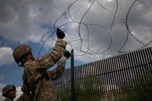 Lính Mỹ dựng rào thép gai 'đón đầu' đoàn người di cư