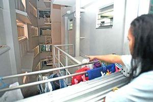 Trộm đồ nhà bạn, rồi té từ tầng 8 xuống tử vong?