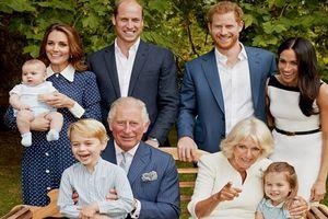 Dân chúng phát sốt với bức ảnh gia đình của Hoàng gia Anh