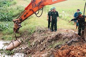 Phát hiện quả bom nặng 300kg dưới mương nước ở Nghệ An