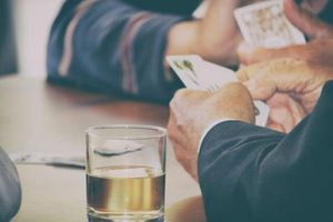 Nỗi tuyệt vọng của sinh viên 20 tuổi chật vật trả gánh nợ hai tỷ đồng cho bố cờ bạc
