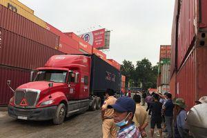 Tài xế container lùi xe, cán chết nhân viên cảng ở TP.HCM