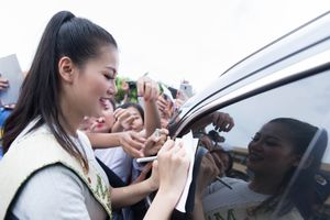 Hoa hậu Phương Khánh bất ngờ, hạnh phúc khi được chào đón ở Bến Tre