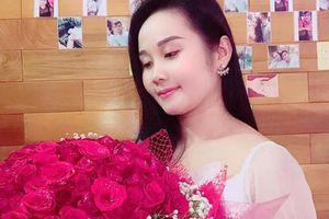 Cầu thủ Tiến Linh tặng trước quà 20/11 cho bạn gái giáo viên