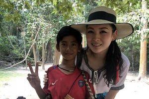 Cậu bé bán rong nói 10 thứ tiếng được mời đến Trung Quốc ca hát