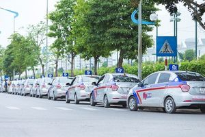 Taxi truyền thống tung ứng dụng đặt xe 'đấu' với Grab