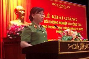 Người phụ nữ đầu tiên được thăng cấp hàm Trung tướng Công an là ai?