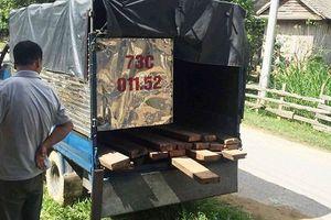 Quảng Bình: Truy bắt xe chở gỗ lậu, 3 kiểm lâm bị vây đánh, 1 người trúng đạn