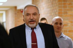 Israel: Các bộ trưởng liên tiếp từ chức
