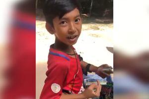 Bạn có nói được hơn 10 thứ tiếng như cậu bé Campuchia này?