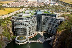 Trung Quốc mở khách sạn sang trọng trong mỏ đá