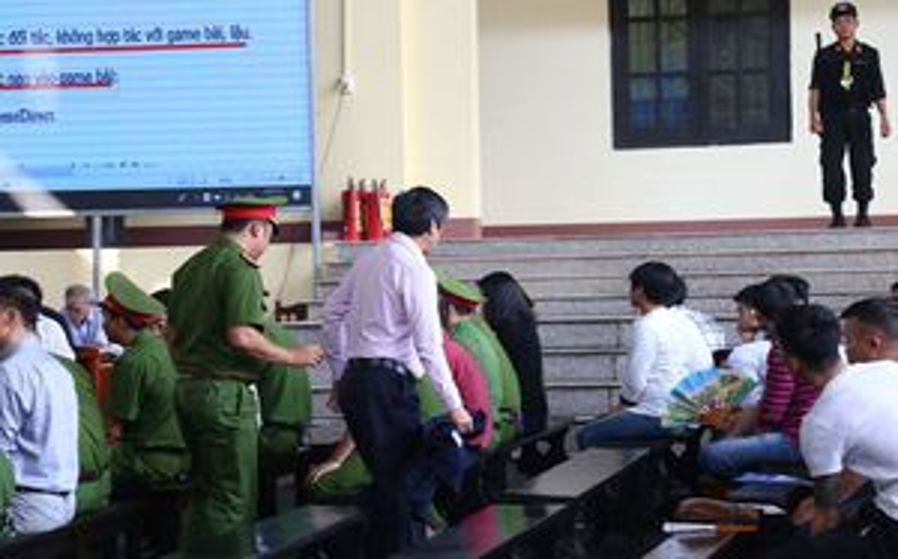 4 ngày hầu tòa, bị cáo Phan Văn Vĩnh, Nguyễn Thanh Hóa liên tục vào phòng y tế