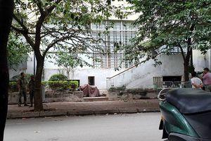 Hà Nội: Bé trai 5 tuổi nằm bất động, nghi bị rơi từ tòa nhà cao tầng