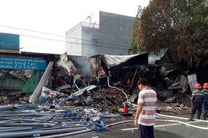 Bình Dương: Cháy cửa hàng thiết bị điện, 1 người mắc kẹt trong biển lửa