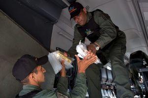 Mỹ giữ vàng của Venezuela để siết Tổng thống Maduro