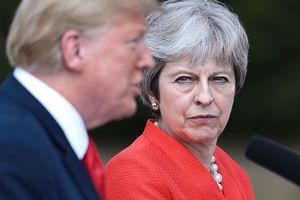 Tổng thống Trump thiếu kiềm chế khi điện đàm với Thủ tướng Anh
