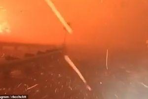 Video người phụ nữ lái xe thoát khỏi biển lửa ngút trời California