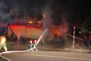 Bình Dương: Người đàn ông chết thảm vì ngủ quên trong ki-ốt bốc cháy