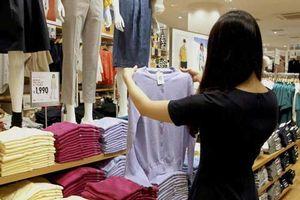 Cặp đôi ăn cắp quần áo tại hàng chục cửa hàng để bán lấy tiền đi du lịch