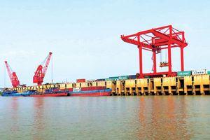 Cảng đường thủy vào cuộc đua vận chuyển container