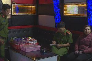 Bắt quả tang đôi nam nữ đang mua bán dâm tại quán karaoke