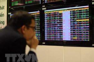 Chứng khoán ngày 15/11: VN–Index mất mốc 900 điểm