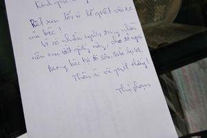 Lỡ quẹt xe ô tô trầy xước, 'thủ phạm' để lại mảnh giấy cùng lời nhắn gửi đến 'khổ chủ' khiến nhiều người không thể tin được