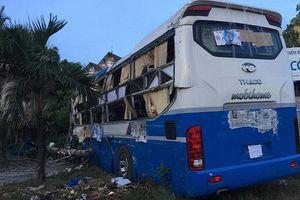 Bình Thuận: Xe tải tông liên tiếp 2 xe khách, làm 3 người bị thương