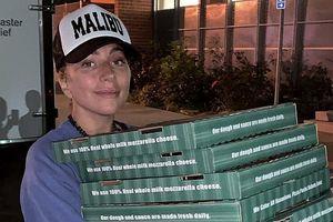 Lady Gaga tiếp tế lương thực cho người dân trong vụ cháy rừng ở California