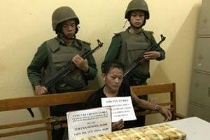 Sơn La: Bắt đối tượng vận chuyển 12 bánh heroin, 36 nghìn viên ma túy
